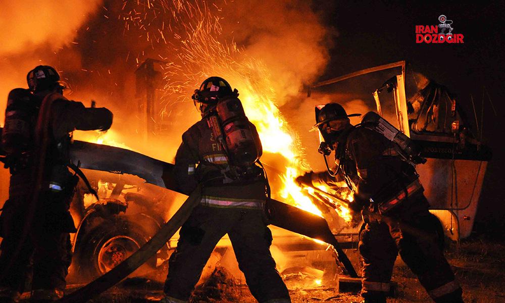 یک ساختمان در حال سوختن
